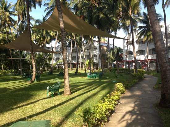 Sarova Whitesands Beach Resort & Spa: The gardens