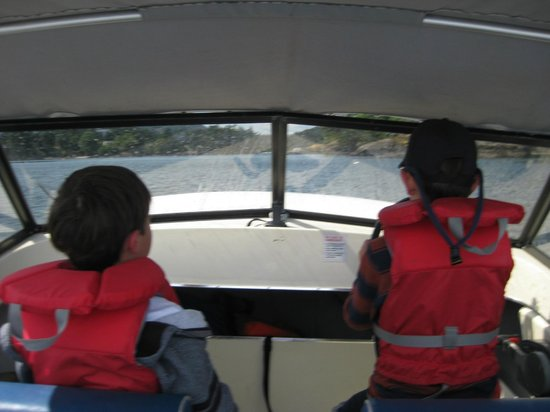 Sooke Harbour Resort and Marina : Captain and First Mate