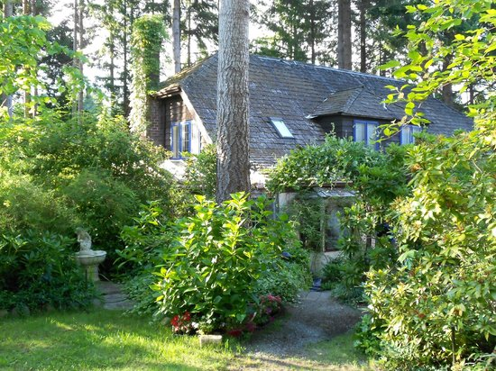 Blue Willow Guest House: Quaint setting