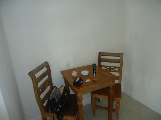 Apa Pau Brasil Hotel : Mesa da suite