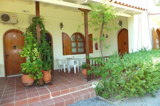 Zervas Apartments: Apt 3 patio, with Apt 4 door (left) & Apt 2 door (right)