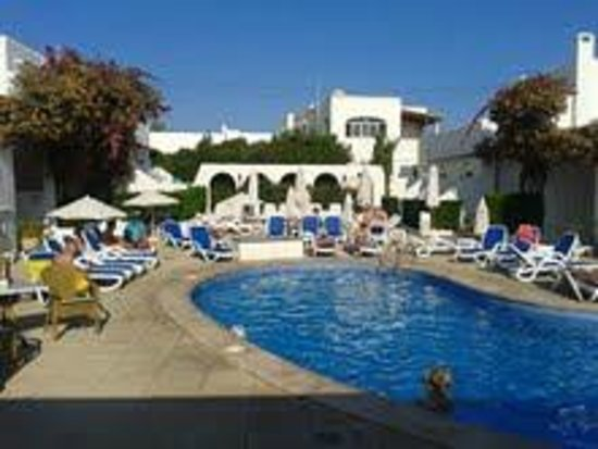 Hotel D'Or: Pool and sunbeds