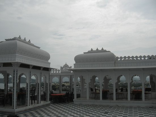 Anjani Hotel: roof top resturant