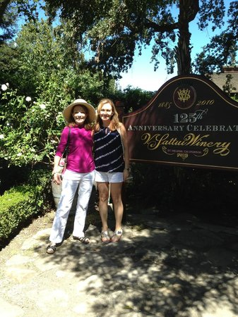 V. Sattui Winery: Friends enjoying the beauty of V. Sattui