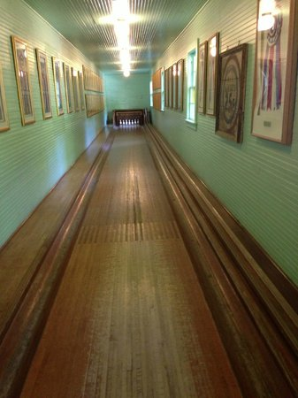 The Woods Restaurant: Bowling alley at the woods