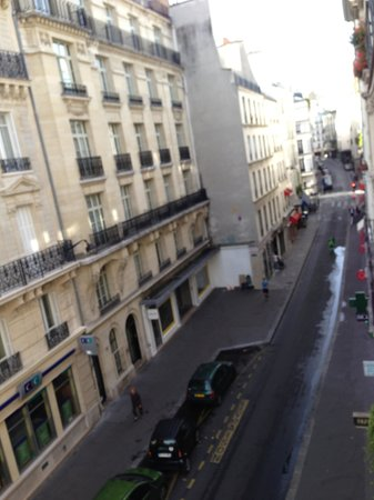 Hotel Bac Saint-Germain : Rue du Bac from our room
