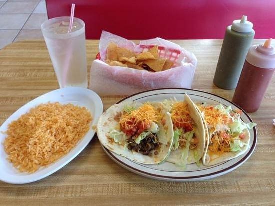 Taqueria Azteca: tacos!