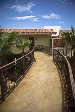 San Angel Suites: Corridor