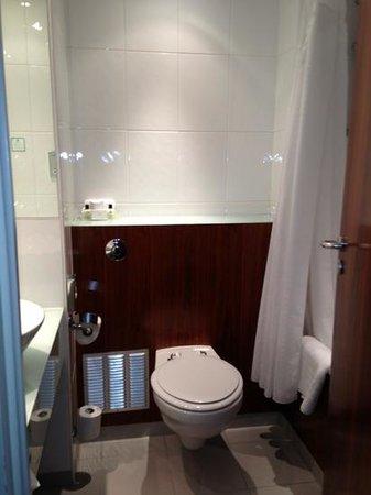Holiday Inn London - Camden Lock: baño