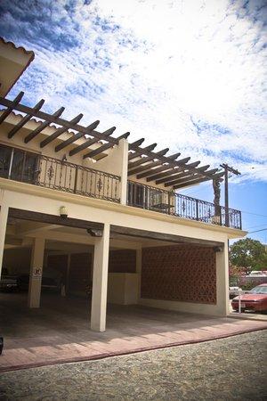 San Angel Suites: Exterior