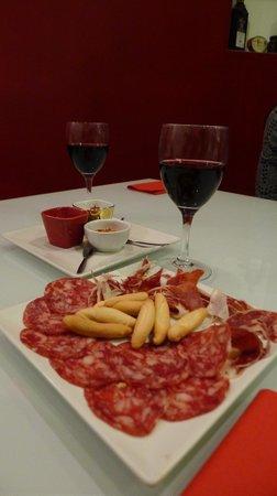 Iberico: Wine and tapas
