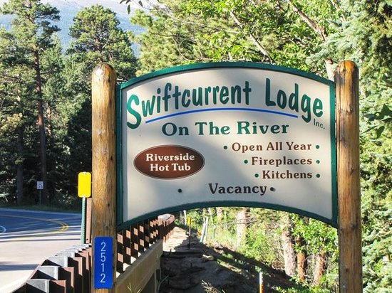 Swiftcurrent Lodge On The River: Swiftcurrent Lodge