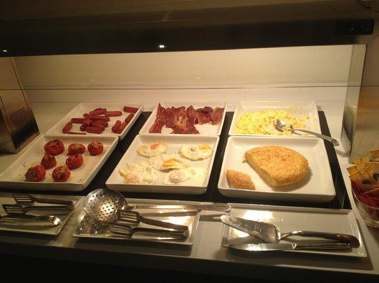Hotel Vueling BCN by Hc: Breakfast