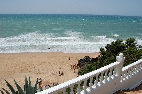 Hotel Mar de Frente: strand onder het balkon