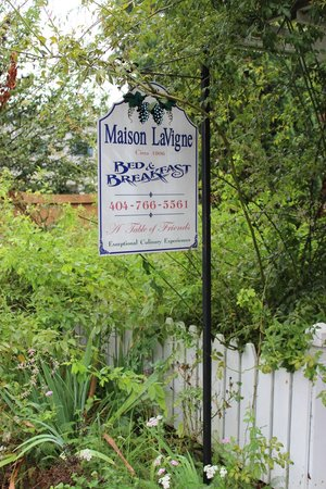 Maison LaVigne: Outside sign