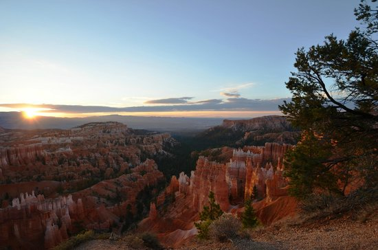 Sunrise Point: sunrise over the hoodoos