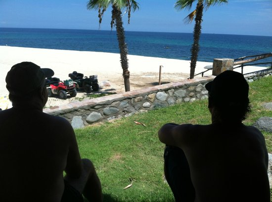 Rancho Leonero Resort : The guys talking fishing, quads, .....
