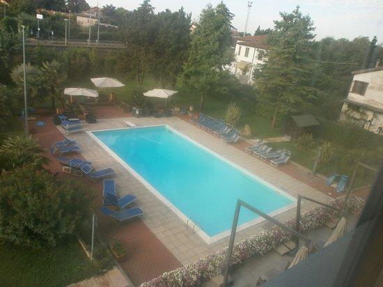 BEST WESTERN Soave Hotel: La bella piscina che va da 90 a 270cm di profondità