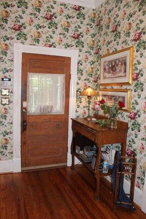 Maison LaVigne: Entrance