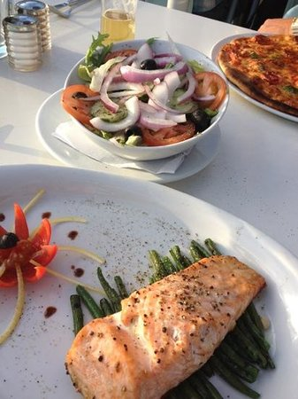Signor Valentino Mermaid Quay: beautiful salmon and fresh salad