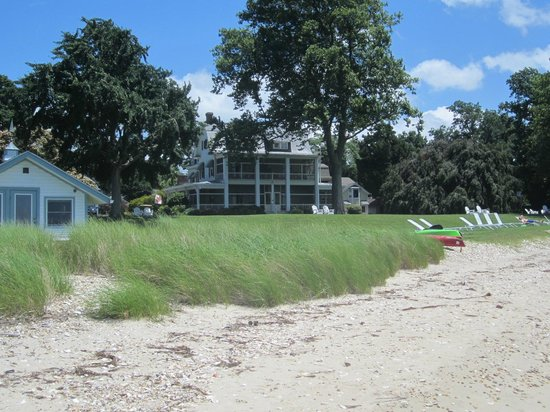 Sandaway Waterfront Lodging Suites and Beach : Lodge view from Beach