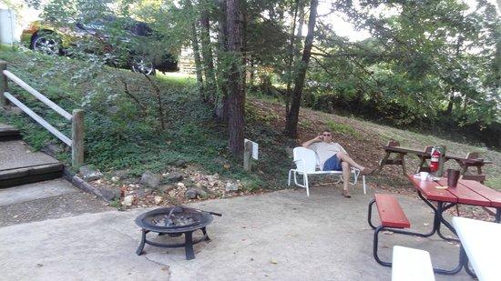 The Trails Inn: Sitting area near swimming pool