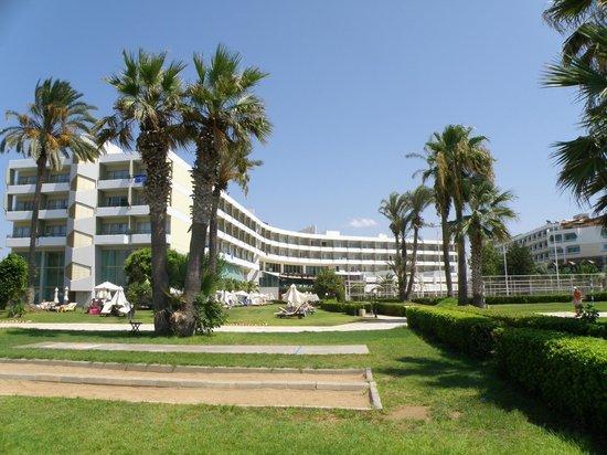 Louis Imperial Beach: Hotel from the beach