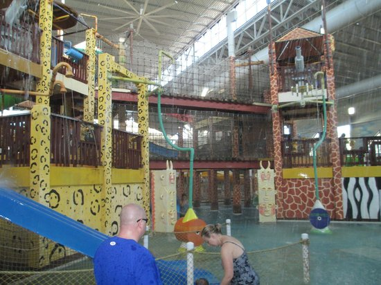Kalahari Resorts & Conventions: Center of indoor park facing south