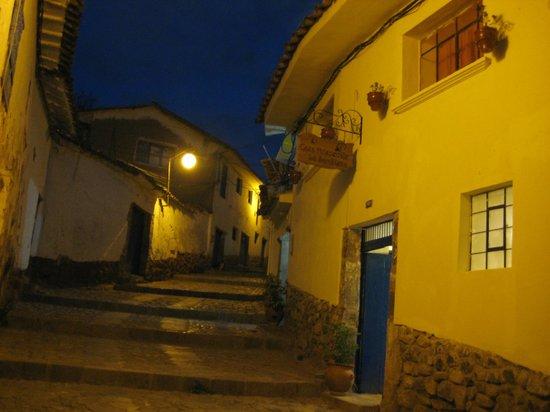 Casa La Samblena: fachada de noche