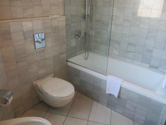 huge bathroom at Caledonian Hotel