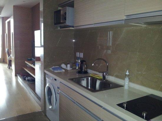 Yongli International Service Apartment: La kitchenette