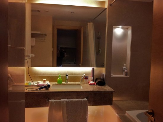 Yongli International Service Apartment: petit aperçu de la salle de bains avec WC