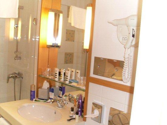 Grand Hotel Filippo : Bad: Waschbeckenbereich