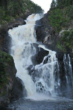 Village historique de Val-Jalbert - Hebergement et Camping : Le cascate vicino al ristorante