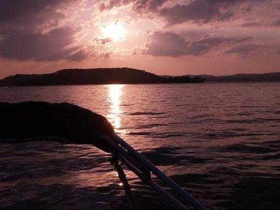 Gobbler's Mountain Resort: sunset from the lake