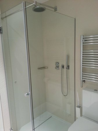 Angla Luxury Apartments Passeig de Gracia: Angla Boutique Apts Valencia - Shower