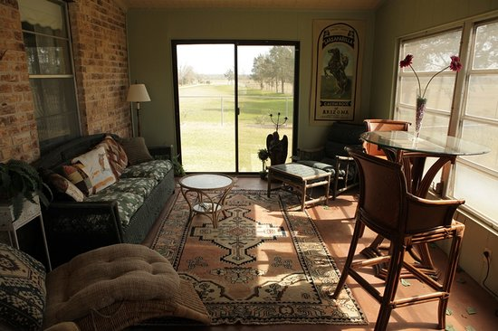 Rocking Horse Retreat : Kalina's Kottage sun room