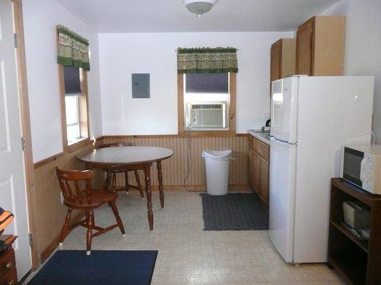 Blueberry Patch Motel: kitchen