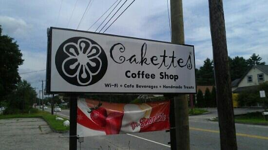 Cakettes Coffee Shop : the sign from the road