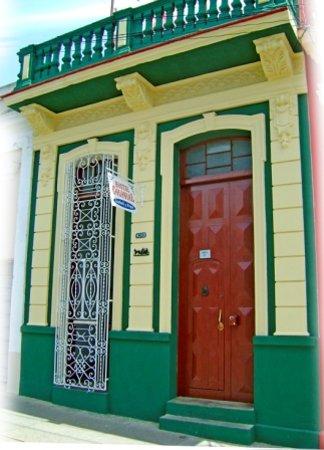 Hostal Colonial: 3.1- FRENTE