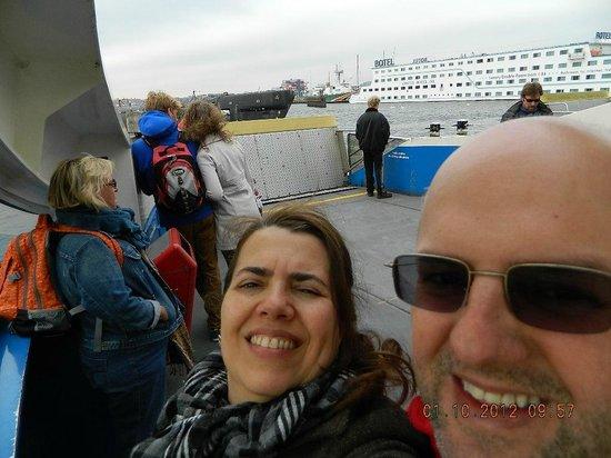 Amstel Botel: No ferry indo pro centro - ao fundo vista do Botel
