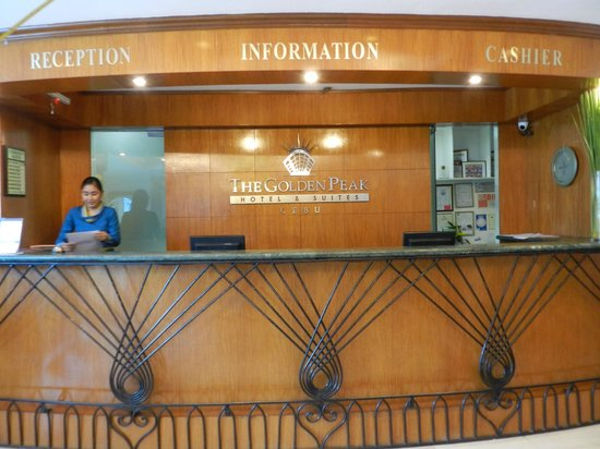 Golden Peak Hotel & Suites Cebu: Front Desk
