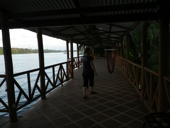 La Baula Lodge: Nice sitting area on the water