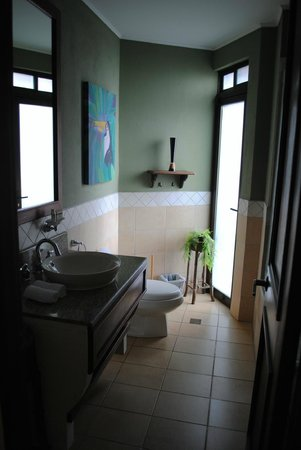 Reserva Conchal Beach Resort, Golf & Spa: Master bath