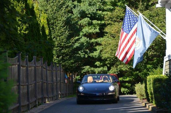 Elizabeth Rose House: DRIVE WAY