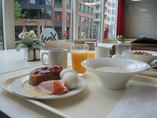 Yess! Hotel Kristiansand: Breakfast:  just right.