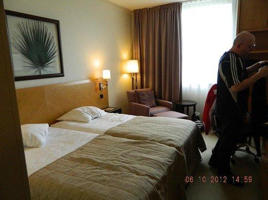 NH Luxembourg : Quarto do hotel NH em Lusemburgo