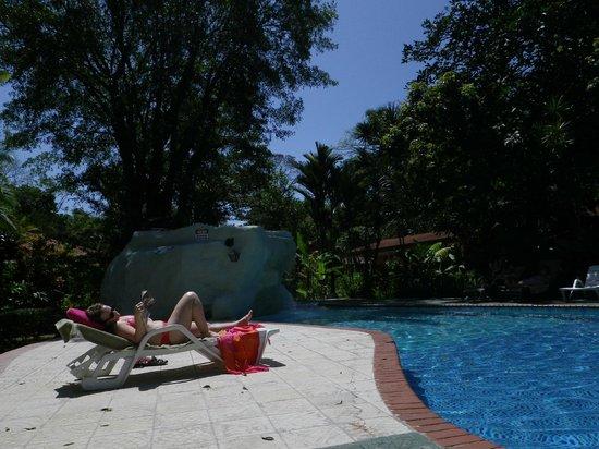 La Baula Lodge: Nice pool and enough chairs