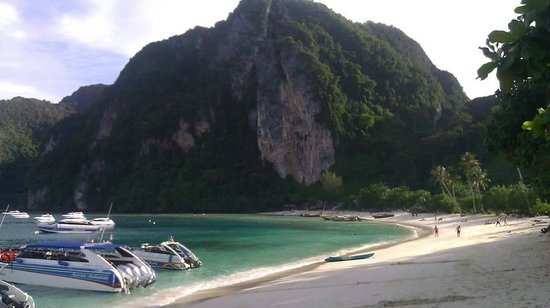 Phi Phi Andaman Beach Resort: Ton Sai Bay