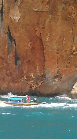 Phi Phi Andaman Beach Resort: Long tail boat